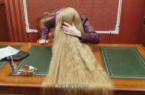 女神公主到一半秀长发,现实版的长发公主啊,就是太难洗了