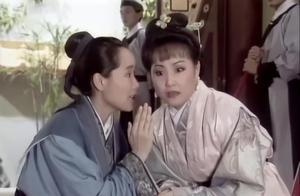 县令对许仙严刑逼供,没想到棒棒打的都是自家夫人,小青真够坏的