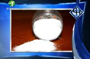 中国人吃盐75%超标, 吃盐多危害有多大?尽早告诉身边的人!