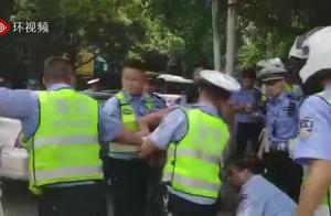 贵州一男子持刀抢走警车 警方通报:嫌犯疑似患精神病