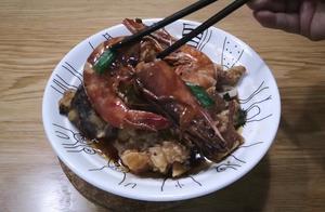 钱贝不在家,小兜一个人吃的可不差,就这牛排大虾煮面条吃的真爽
