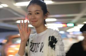 乔欣杨洋同日现身上海机场,黑白配很搭!如果他俩组cp你期待和接受吗?
