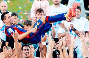 哈维泪洒告别诺坎普,巴塞罗那最伟大的6号,还剩下两场决赛