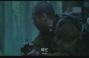 男子在森林里打死一只猩猩,不一会被森林里的猩猩包围