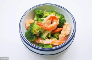 西兰花炒虾的做法