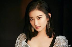 景甜遭男粉丝多次强行摸手,网友:这不是三年前袭击刘亦菲的人吗