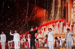 五四百年晚会,朱一龙献唱《英雄赞歌》获无数网友称赞:台风超稳