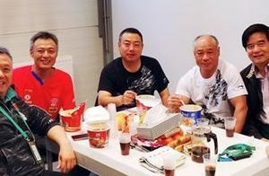 心疼!刘国梁督战世乒赛伙食曝光,与国足的烤全羊大餐根本没法比