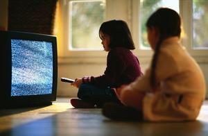 孩子因看电视打妈妈,家庭教育中究竟出了哪些问题