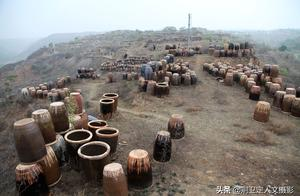 陜西大山中無人居住的農村,漫山遍野擺滿大甕水缸,這是啥情況
