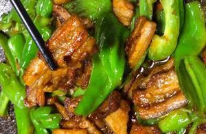 手撕辣椒炒肉,皮薄肉香辣味十足,好吃不油腻,简单快手的下饭菜