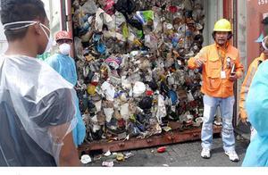"""恶臭无法忍受!菲律宾怒了:加拿大运来的""""洋垃圾""""在港口腐烂多年"""