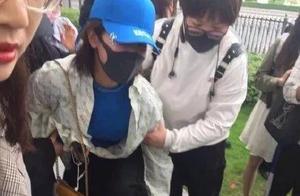 杨紫被曝在机场被粉丝砸,一点都不严重,网友:蹭热度太明显!