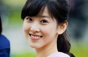 刘亦菲母女修复图,刘妈妈骨相五官都很优越,比女儿漂亮至少三分