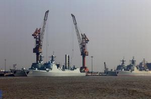 中国海军第七艘神盾舰入列 军工船厂大舰云集
