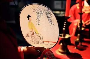 美人拿扇子的诗词 描写扇子与美人的诗句