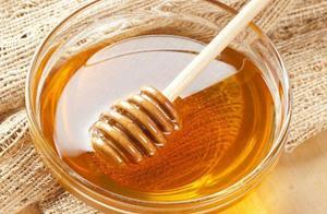 蜂蜜与白酒是调还是泡更健康 蜂蜜和白酒一起喝会有什么结果