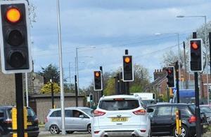 取消红绿灯读秒就能减少路怒?网友:本来挺实用,非得整麻烦了!