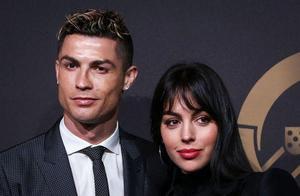 女友秀无名指钻戒,葡萄牙媒体指C罗求婚成功,短期内举行婚礼!