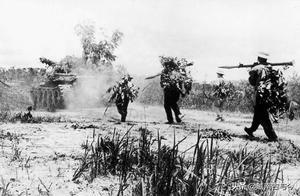 越南统一战争最后七天老照片:北越人民军勇往直前,迅速消灭南越