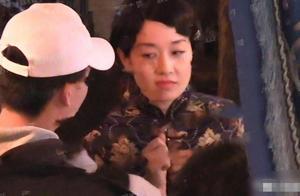 马伊琍片场近照曝光,42岁挑战旗袍穿搭宛若少女!