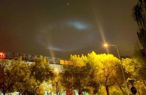 """北京夜空现""""光圈""""引网友热议 气象专家:疑似为光影效果"""