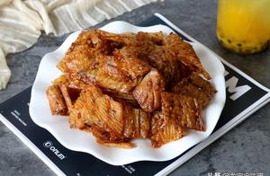 豆皮别再炒着吃了,上锅蒸一蒸拌一拌,做成小零食,3天不吃就馋