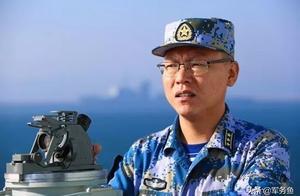 055首任舰长,战狼2原型,曾是长发文艺青年