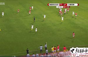 中国足球再现大规模冲突:保安冲进场比赛中断6分钟!