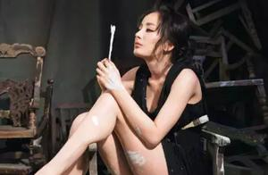 杨幂因穿着引热议,当镜头对准时,网友:郭敬明你瞅啥呢?
