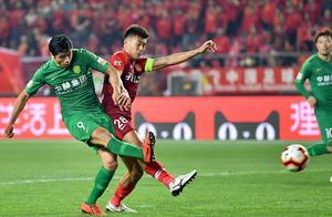 曾是北京国安上赛季主力,如今却难获首发,失误频频总受球迷指责