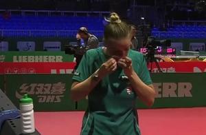 世乒赛现争议一幕!匈牙利名将被裁判急哭,疑因不满判罚打球泄愤