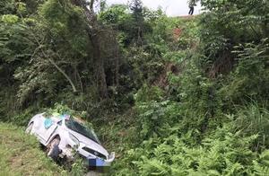 事发赣县韩坊:小车不慎翻坠下10米深路坎!