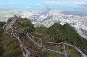 """夏威夷""""天堂阶梯"""":惊险无比,曾因太危险被政府关闭!"""