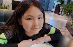 李湘晒出十岁女儿王诗龄和歌唱家刘欢合影,这是拜师学艺的节奏吗