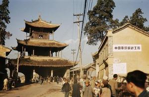珍贵老照片:1945年的云南昆明,水清天蓝,不见炮火硝烟
