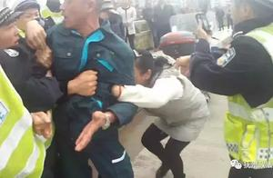 """拉扯辱骂民警倒地高喊""""警察打人"""",宜黄一女子阻止交警对其丈夫查酒驾被拘留"""