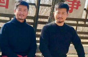 吴京和替身合影曝光 网友惊呼:两个人是双胞胎