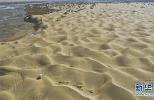 """一步千年,""""最后的沙漠部落""""迁入新家园"""