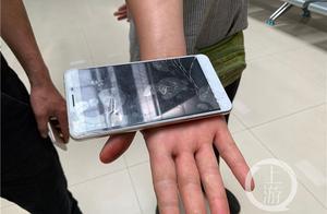 发现乘客在用偷来的手机诈骗 这个滴滴司机将车开进了派出所