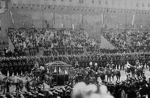 十月革命后,沙皇尼古拉一家将经历怎样的命运?
