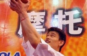 17年前的今天,姚明率上海男篮勇夺CBA总冠军,来看珍贵动图