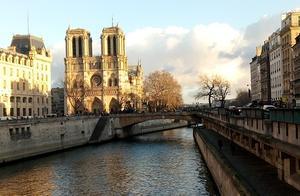 巴黎圣母院大火,烧不掉历史、建筑与记忆的独特美