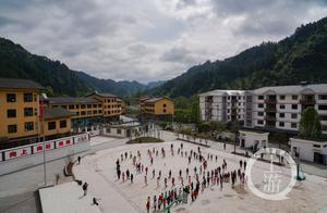 重庆市教委:不让一个孩子因家庭贫困失学辍学