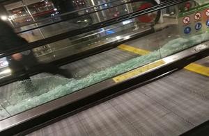 """太可怕了!网传""""十多位明星同天出入上海机场""""虹桥机场的玻璃都被挤碎了……"""