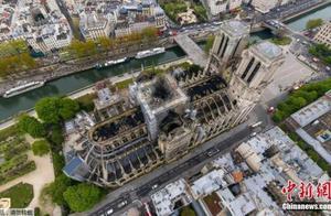 法国巴黎圣母院大火后再现大规模示威
