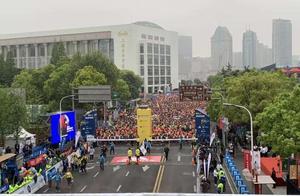 2019上海国际半程马拉松赛今晨陆家嘴东方明珠起跑