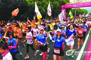 无锡太湖国际女子半马鸣枪 5000名选手在七里风光堤开跑