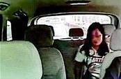 女子车内捡两部手机后慌忙下车 拒归还! 律师:涉嫌侵占罪