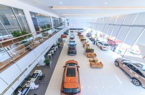 """高档汽车销售再曝""""潜规则"""":动辄加价几十万、不加买不到车"""